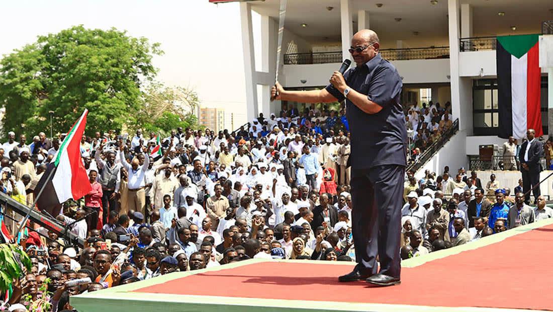 """الحكومة السودانية تتراجع عن رفع أسعار الأدوية.. والبشير يقيل """"المسؤول"""""""