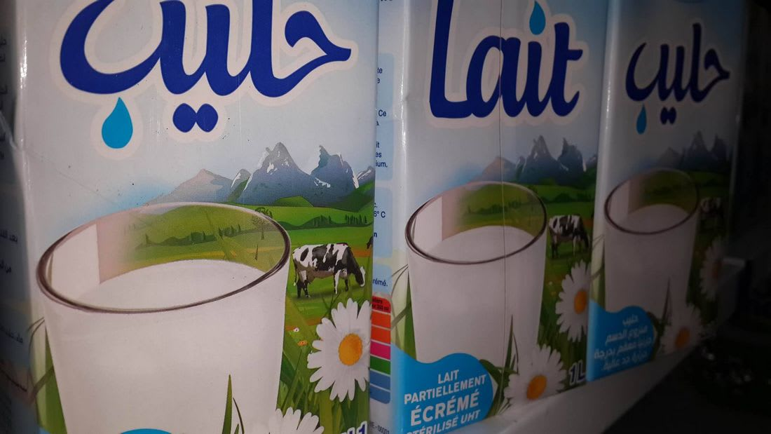 ندرة الحليب في الجزائر.. طوابير يومية أمام المحلات وأسباب متفرقة