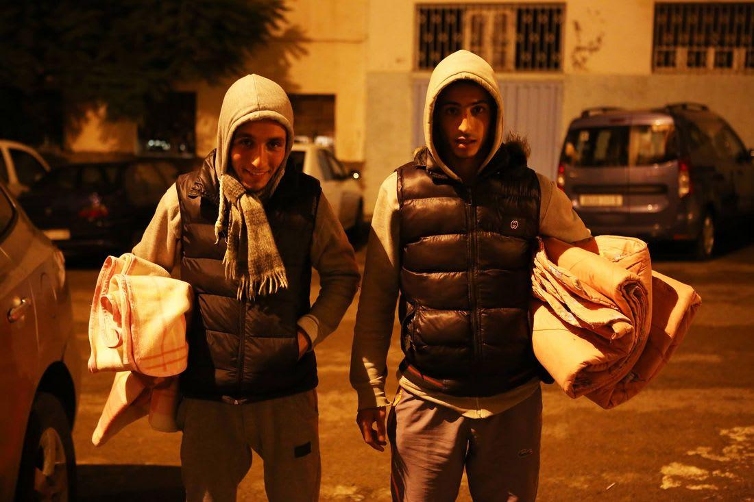 """عاشا في الشارع تحت المطر.. قصة مؤثرة لـ""""ابني خيرية"""" بالمغرب"""