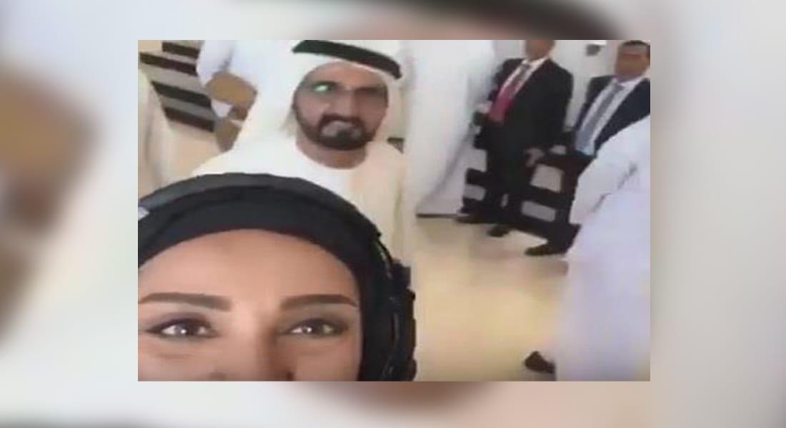 """شاهد تفاعل حاكم دبي الشيخ محمد بن راشد مع فتاة تلتقط """"سيلفي"""" أمامه"""