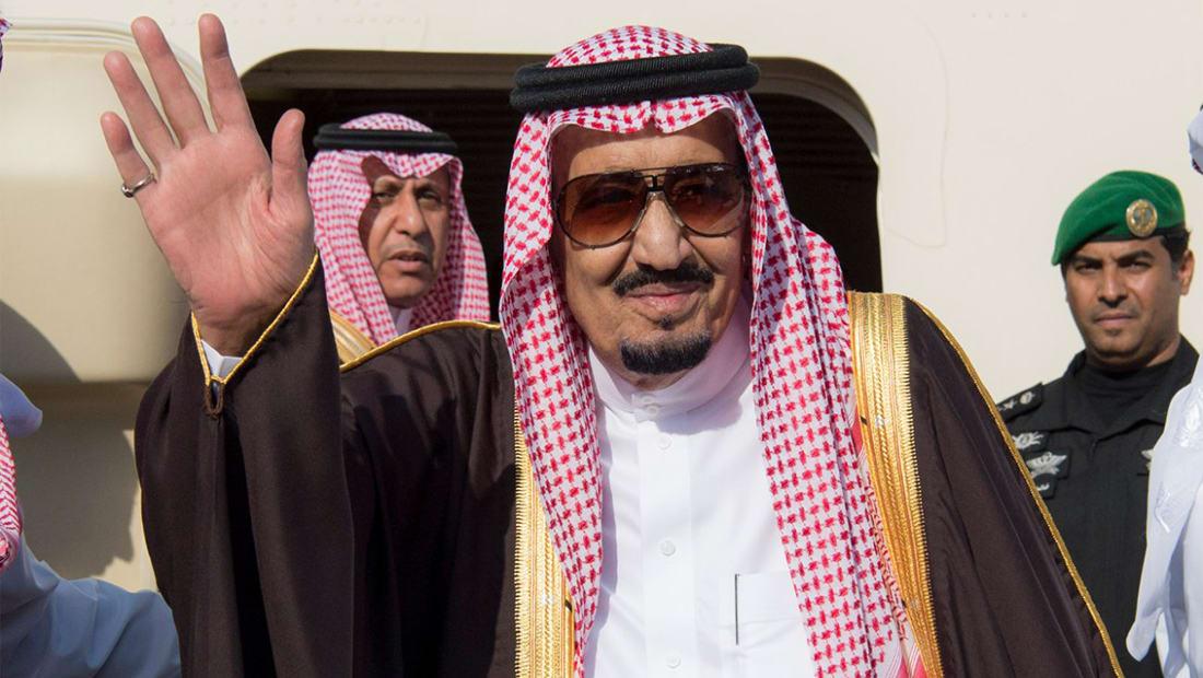 العاهل السعودي يصل البحرين للمشاركة في قمة التعاون الخليجي