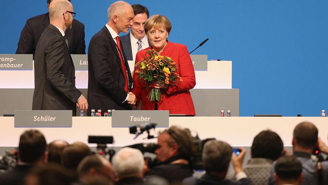 ميركل تدعو إلى منع النقاب في ألمانيا: لا ينتمي لنا