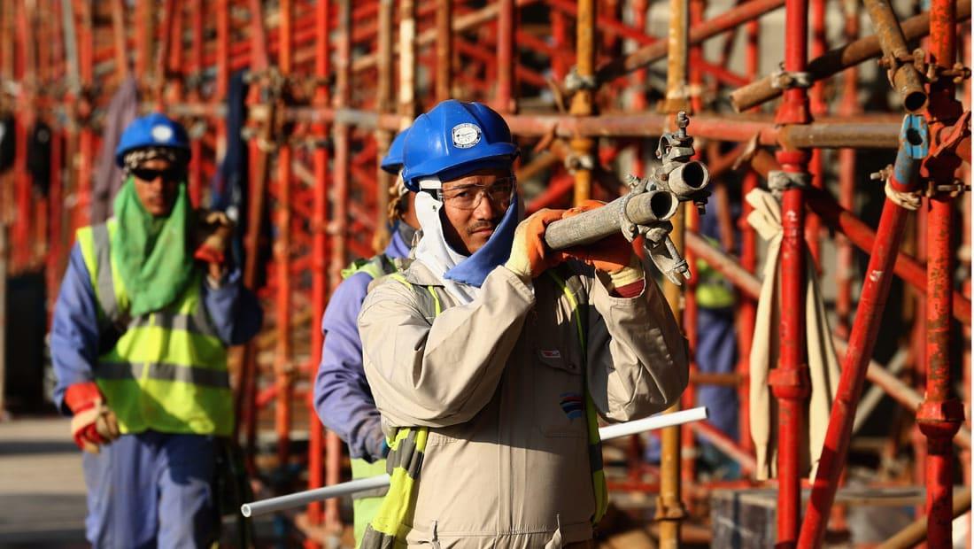 """دعوى قضائية ضد الفيفا بسبب """"اضطهاد"""" عمال مونديال قطر"""