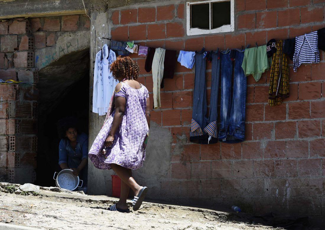المغرب يرسل مساعدات إنسانية لمهاجرين رّحلتهم سلطات الجزائر