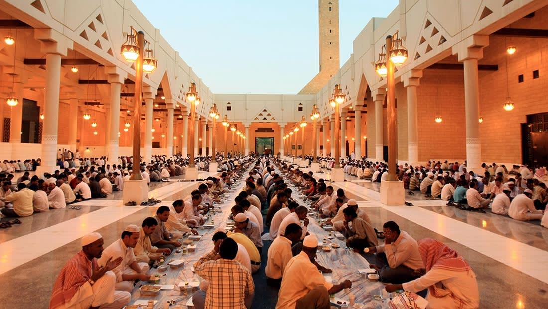 """وسم """"الشورى يطالب بتصغير المساجد"""" يثير جدلا في السعودية"""
