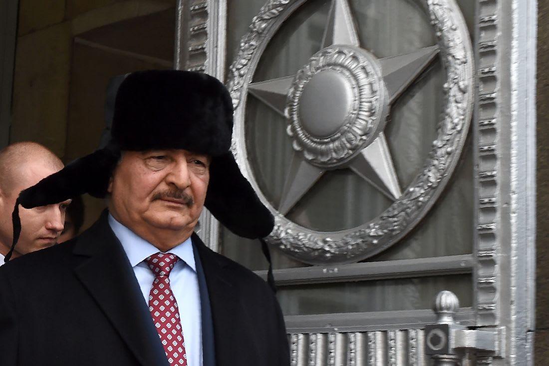 وصفته بالشخصية الرئيسية.. موسكو تطالب بمشاركة خليفة حفتر في القيادة الجديدة لليبيا