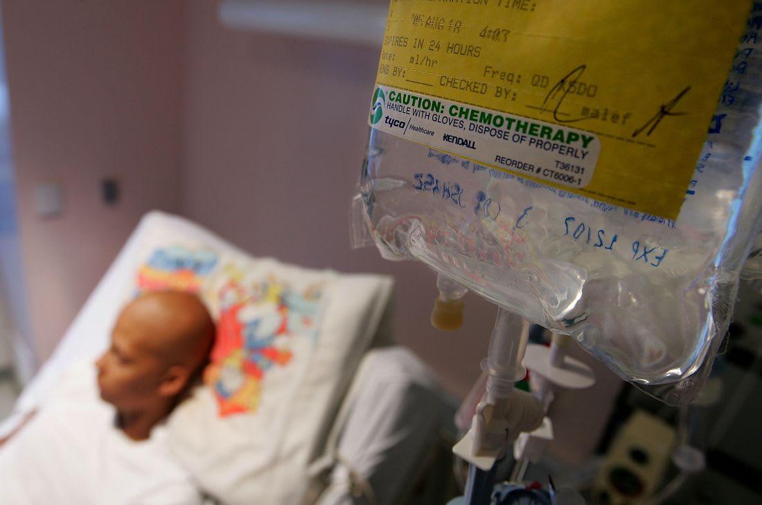 """صدرت بشأنه عدة تحذيرات.. مغاربة يرّوجون لمستحضر """"يعالج"""" السرطان"""