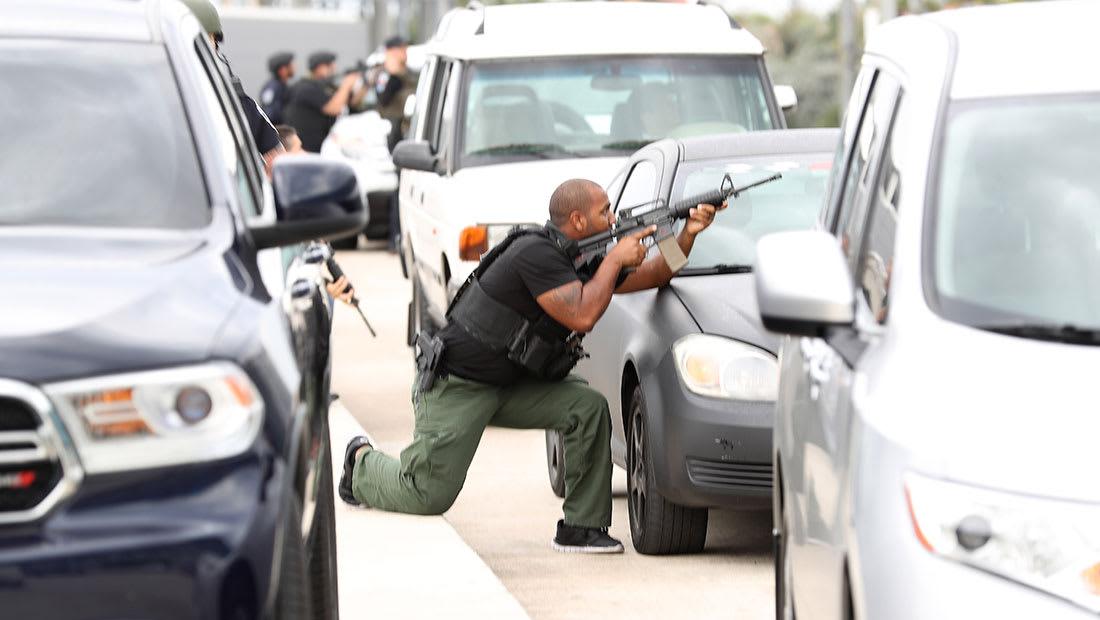 مسؤول: سانتياغو لم يدرج بقوائم المراقبة.. والـFBI: لا نستبعد الإرهاب