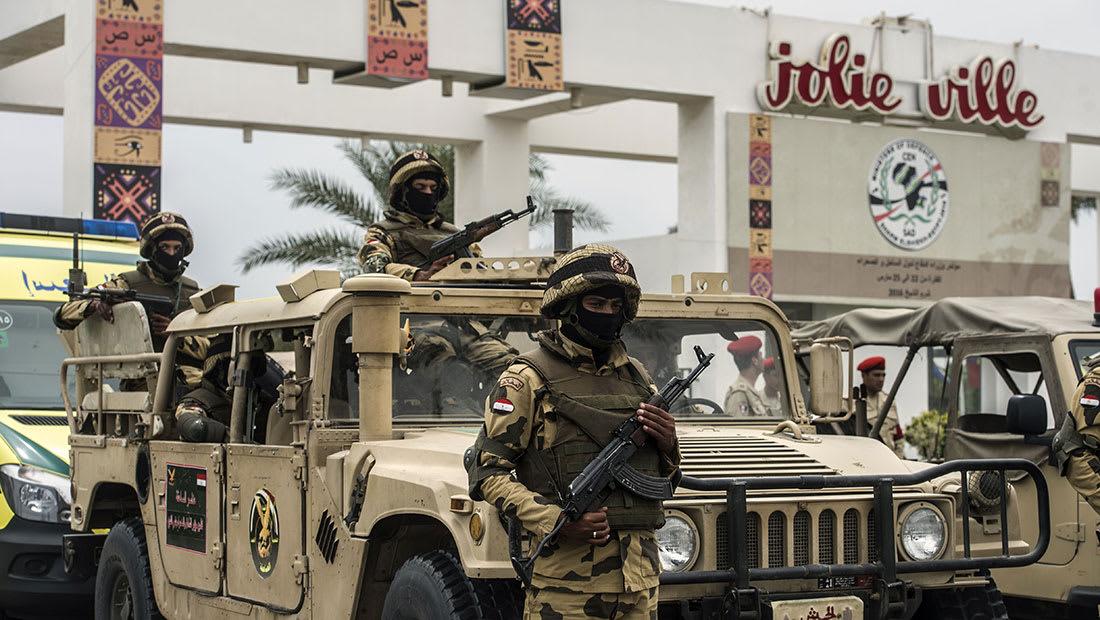 مقتل 9 وجرح 21 بتفجير سيارة مفخخة أعقبه هجوم مسلح في سيناء