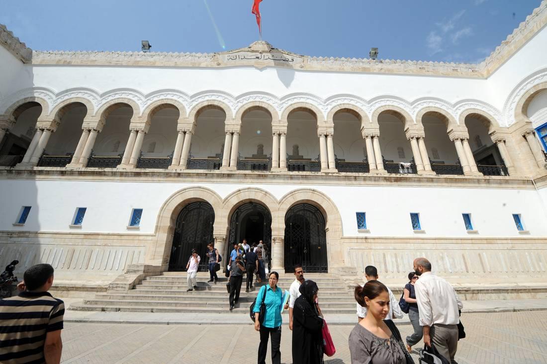 تونسي يضرم النار في جسده داخل محكمة ابتدائية بسبب النفقة