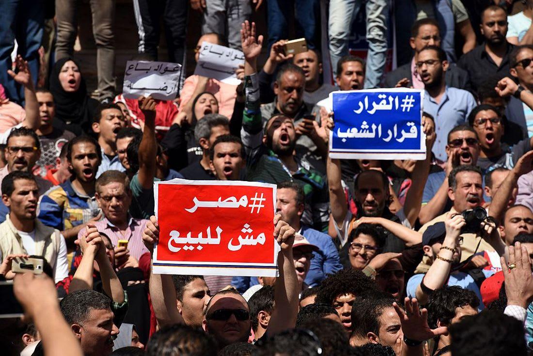 """مؤيد ومعارض: هل توافق على عرض اتفاقية """"تيران وصنافير"""" أمام البرلمان؟"""