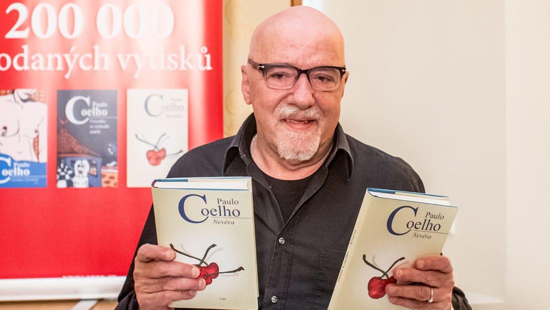 باولو كويلو يتحسّر على مصادرة كتبه في ليبيا: الإسلام دين يستحق احترامنا