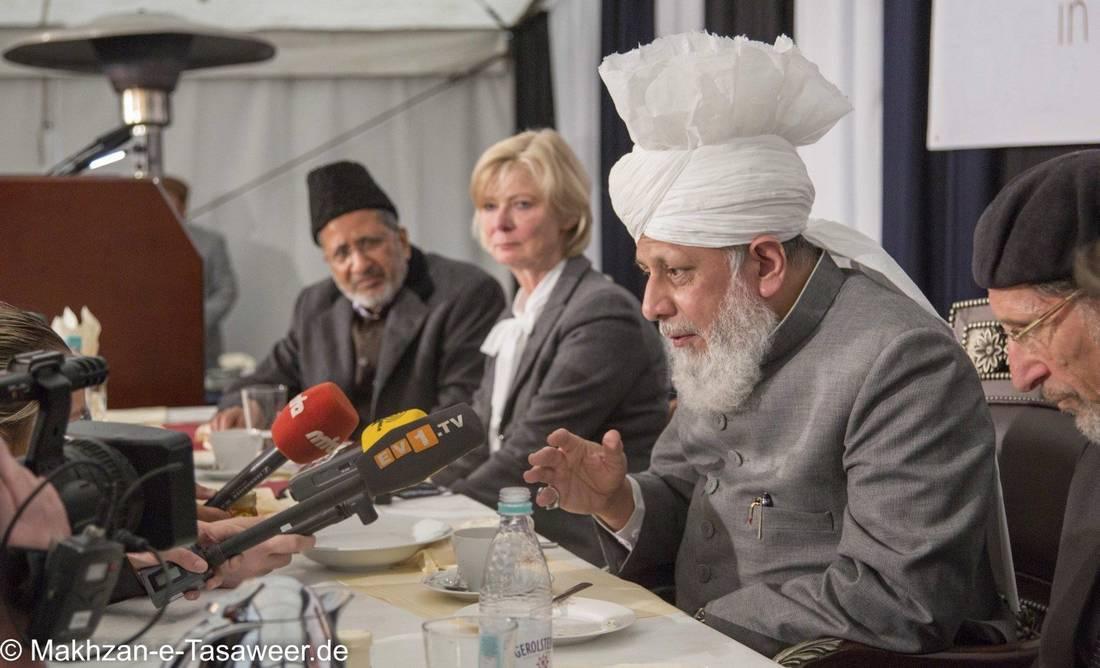 """أحمدي جزائري يحكي تجربته: نحن مسلمون وجماعتنا أسسها """"المهدي المنتظر"""""""