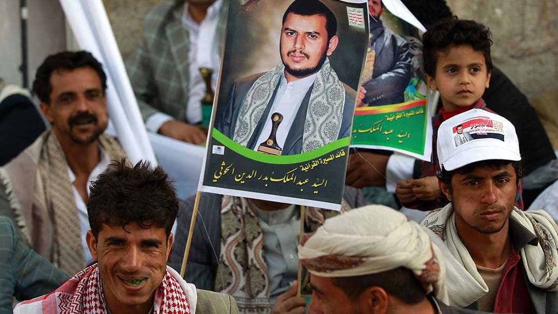 """موجة سخرية من """"ولاعة الحوثي"""".. وقرقاش: يتبجح بقدرة صواريخه الإيرانية على استهداف الرياض"""