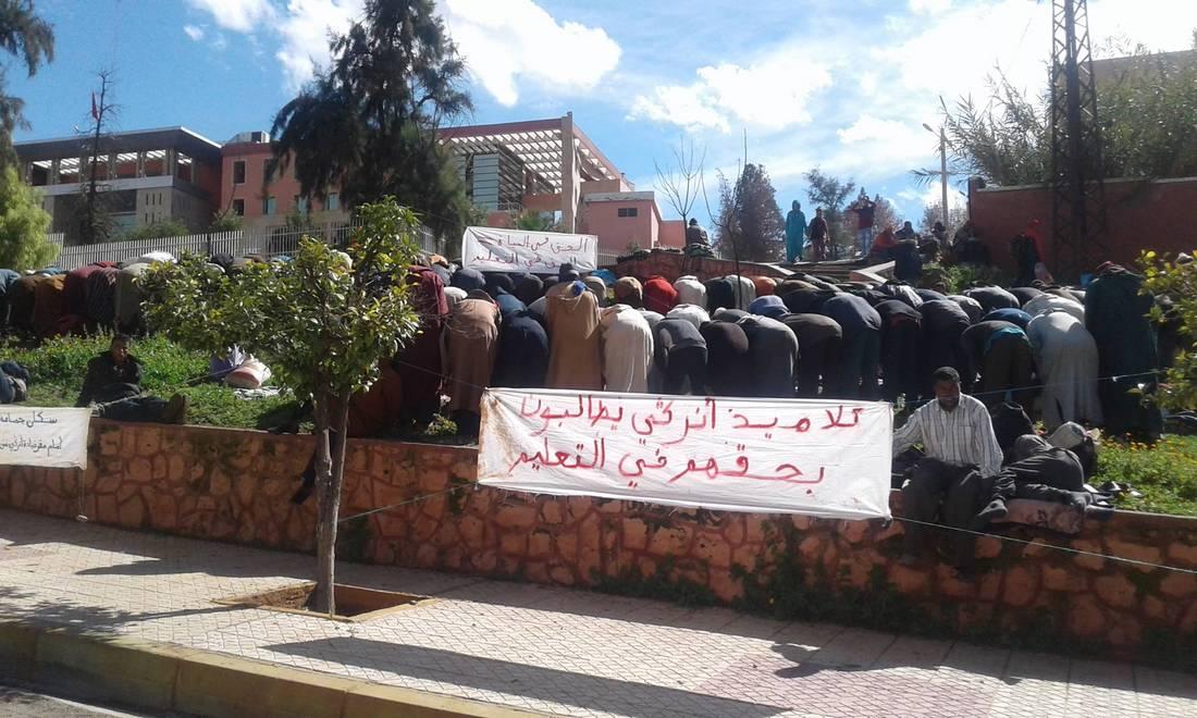 مغاربة يقطعون مئة كيلومتر على الأقدام للمطالبة بإحداث مدرسة إعدادية