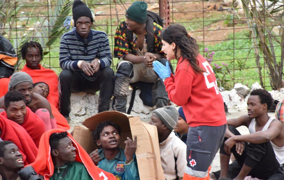 قرابة 500 مهاجر أفريقي يقتحمون سياج سبتة للوصول إلى إسبانيا