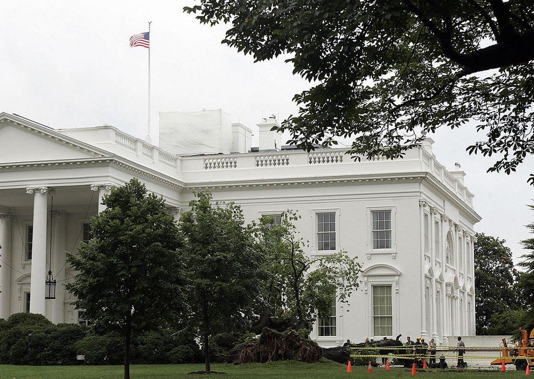 شخص بحقيبة ظهر يتسلّل إلى داخل البيت الأبيض: لدي موعد مع صديقي ترامب