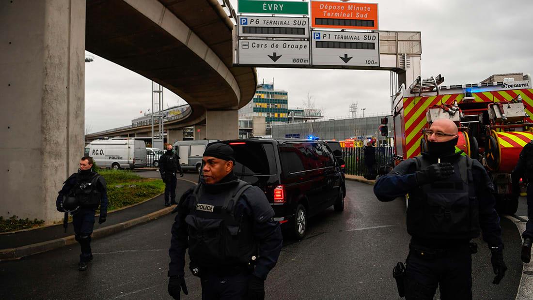 تقرير: إخلاء البوابة الجنوبية بمطار اورلي بباريس بعد محاولة شخص أخد سلاح جندي