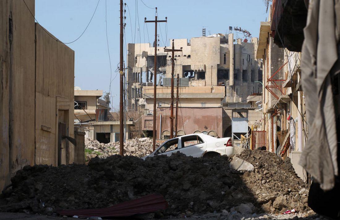 """الجيش العراقي: مؤشرات لدور """"داعش"""" في قتلى الموصل.. والدفاع المدني: غارة التحالف هي السبب"""