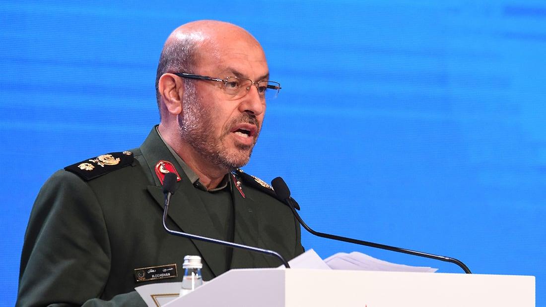 """وزير الدفاع الإيراني يشبه أمريكا بـ""""اللص المسلح"""": غادروا المنطقة أفضل لكم"""