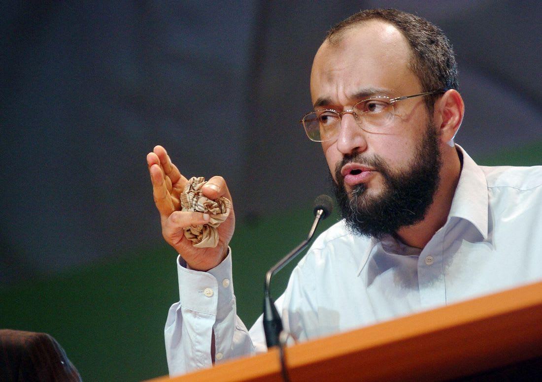 """الداخلية الفرنسية ترّحل شقيق طارق رمضان بسبب """"تهديده"""" النظام العام"""