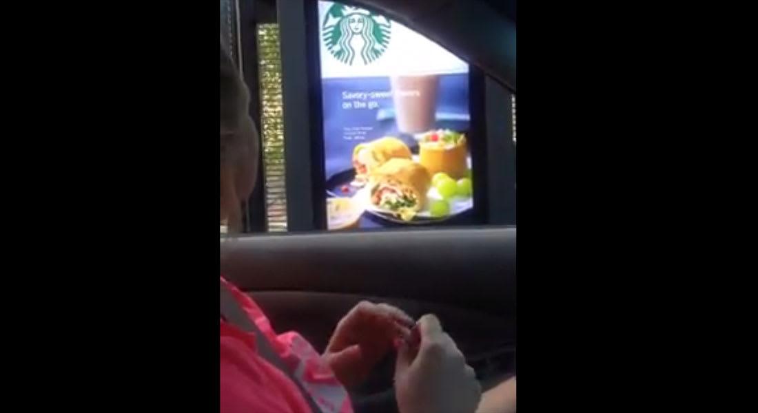 لماذا انتشر هذا الفيديو لسيدة تطلب قهوة من ستاربكس؟