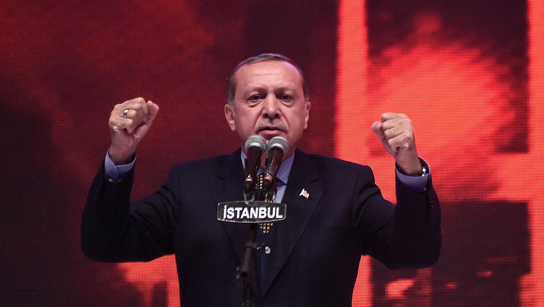 """أردوغان يعد بـ""""قفزة اقتصادية"""" لتركيا اذا صوت بـ""""نعم"""" على الاستفتاء الدستوري"""