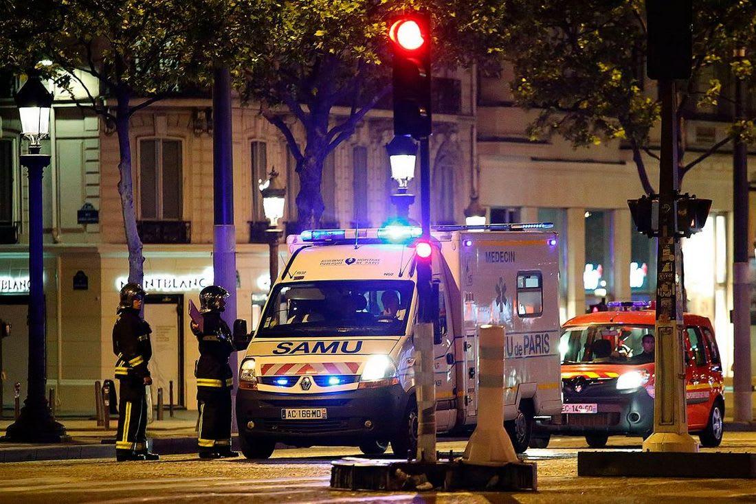 """تنظيم """"داعش"""" يتبنى هجوم الشانزلزيه.. وهولاند يصفه بالعمل الإرهابي"""