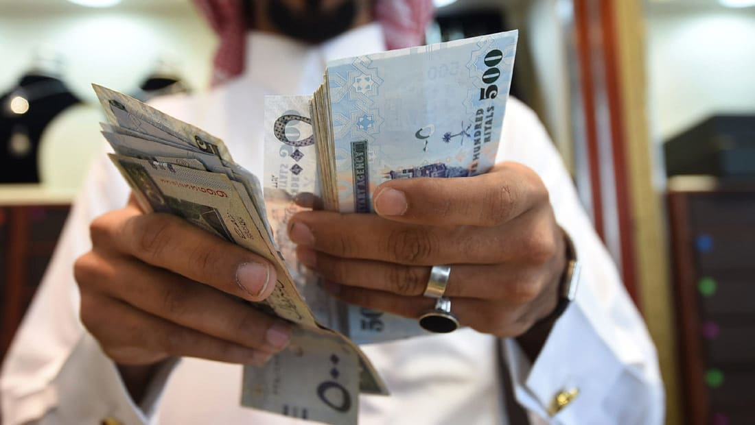عودة البدلات والمكافآت لموظفي السعودية.. ومغردون: دليل على أن المملكة تسير بالشكل الصحيح