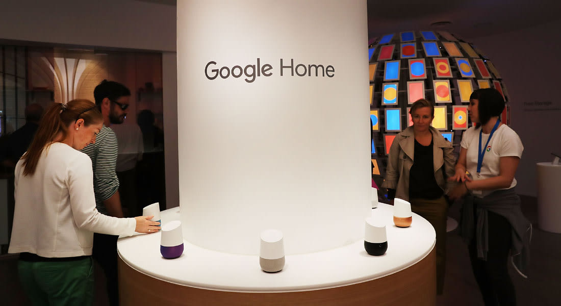 """""""غوغل"""" تضيف ميزة التعرّف على الأصوات في مساعدها الذكي"""