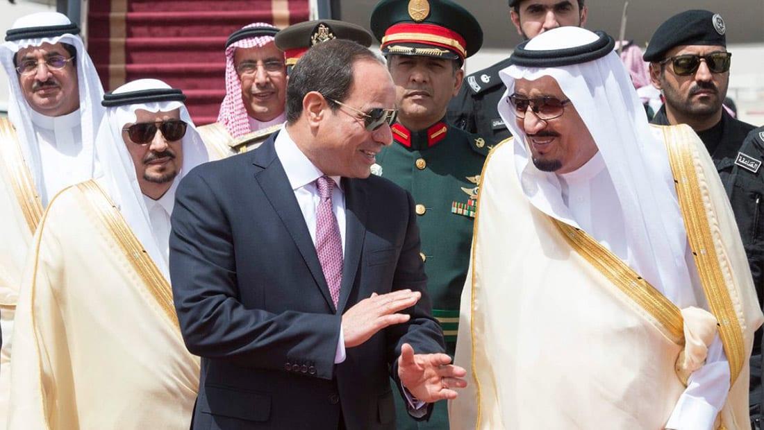 السيسي يصل الرياض.. والملك سلمان يستقبله في المطار