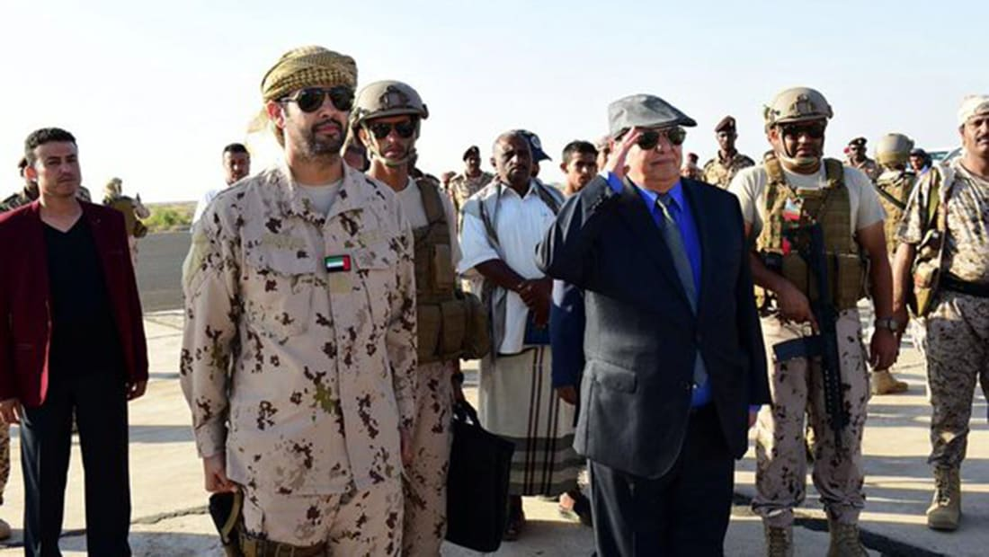 """خلفان يتهم الرئيس اليمني بـ""""دعم الإخوان"""" ضد التحالف العربي.. وقرقاش يرد على النفيسي"""