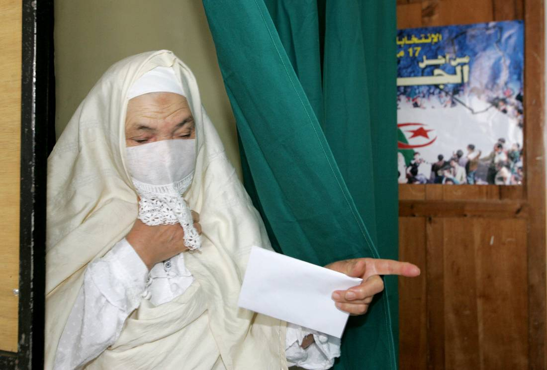 تجدد جدل إخفاء صور المرشحات بالانتخابات الجزائرية.. رئيس هيئة المراقبة لا يمانع