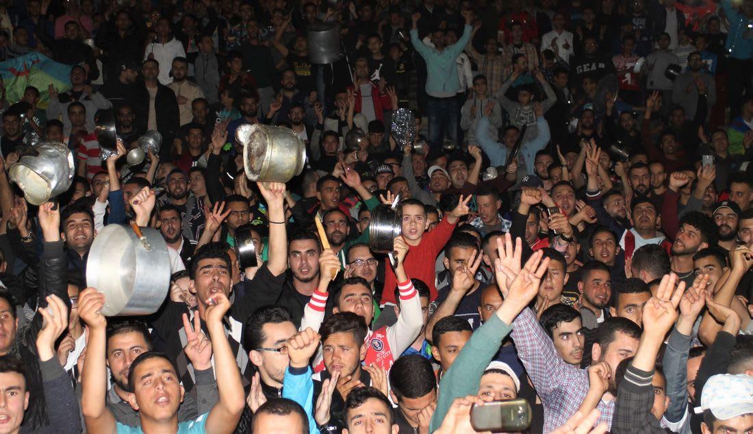 نشطاء حراك الحسيمة ماضون في احتجاجاتهم.. والأغلبية: المغرب قطع مسارا في بنائه الديمقراطي