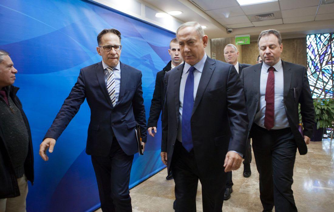 رئيس الوزراء الإسرائيلي متهم بالارتشاء وخيانة الأمانة