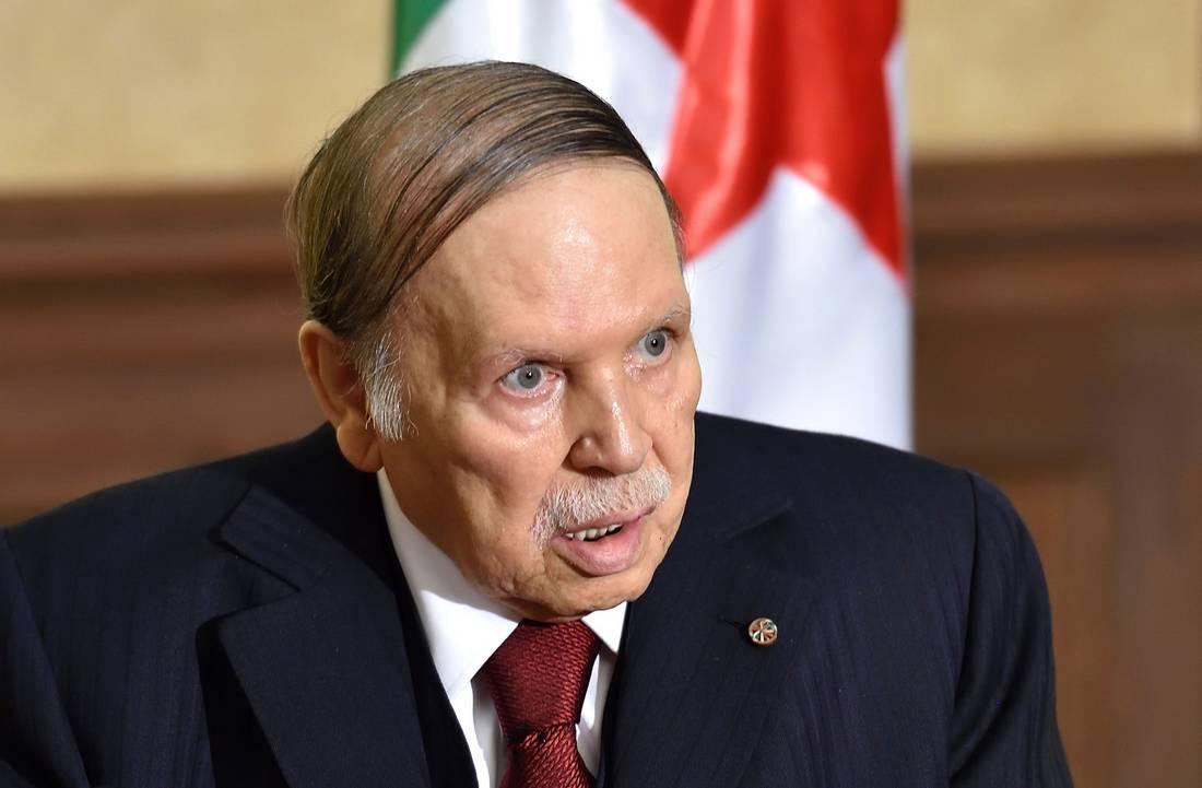 """حزب جزائري يشترط حلّ """"أزمة"""" البلاد برحيل بوتفليقة"""