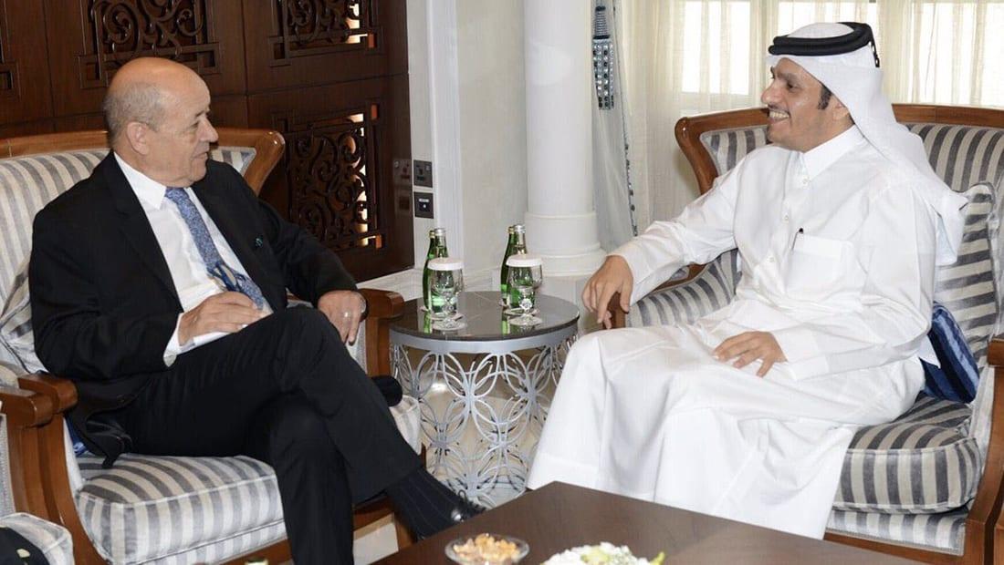 وزير خارجية قطر يلتقي نظيره الفرنسي.. ويدعو لحوار شامل لحل الأزمة الخليجية