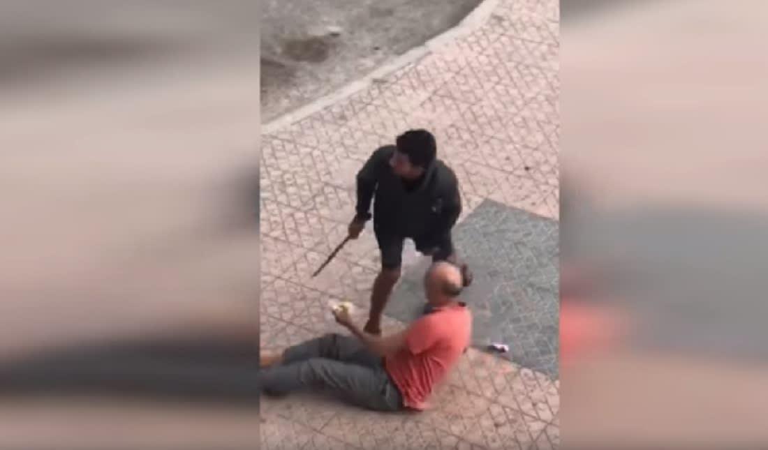 بعد انتشار الفيديو.. الشرطة المغربية تعتقل لصا هدّد رجلا مسنا بسكين كبير