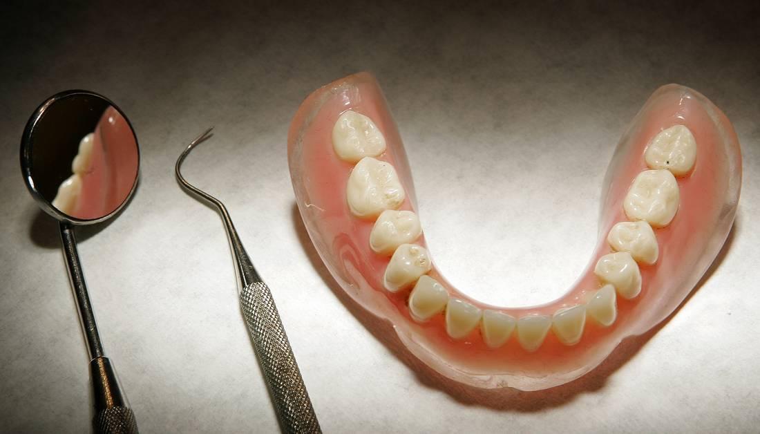 """وفاة طفل بعد خلع ضرسه عند """"صانع أسنان"""".. والأطباء ينددون"""
