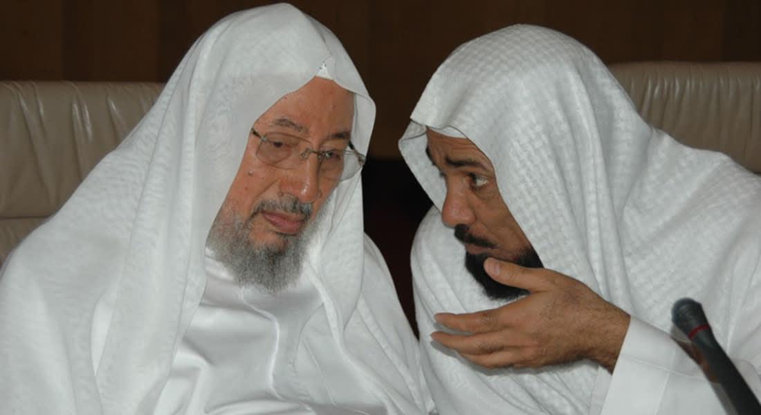 اتحاد يرأسه القرضاوي يناشد العاهل السعودي إطلاق سلمان العودة وعوض القرني