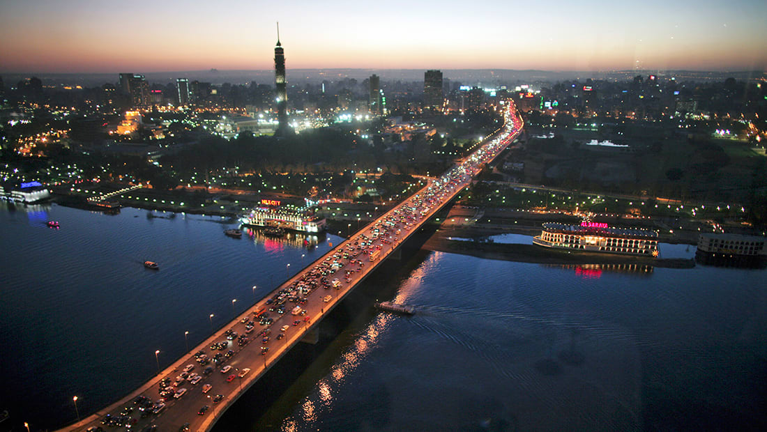 قرقاش: القاهرة وبهدوء المحترف تمارس دورها كعنصر استقرار