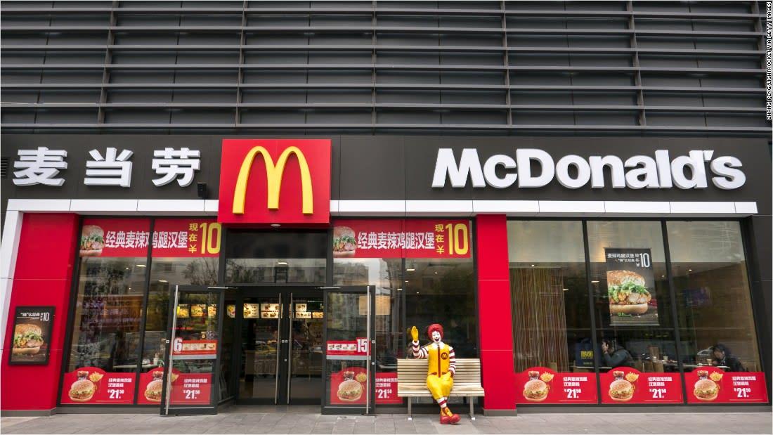 """لماذا غيّر مطعم """"ماكدونالدز"""" اسمه بالصين؟"""