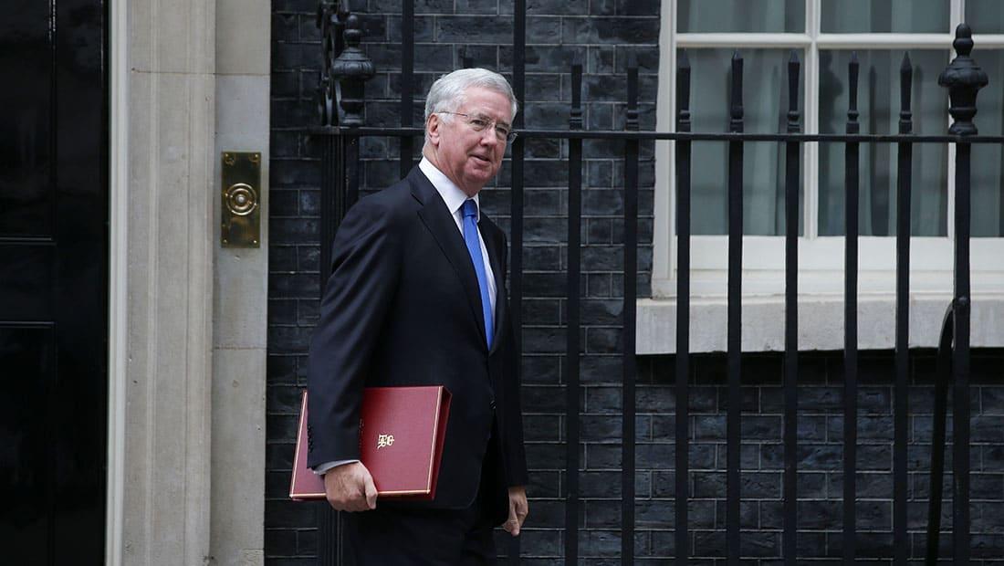 استقالة وزير دفاع بريطانيا إثر اتهامات بفضائح جنسية