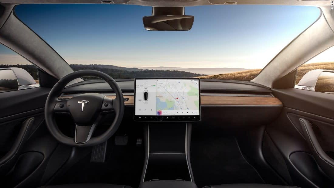 """""""تسلا"""" تواجه صعوبة مادية لإنتاج سيارة """"Model 3"""" الجديدة"""