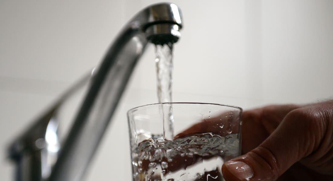 ما الأفضل لصحتك تناول كوب من الماء الدافئ أو البارد؟