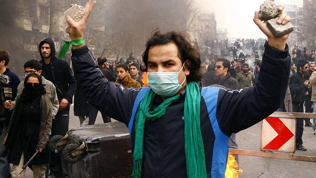 """خطيب مشهد: مطالب الشعب بشأن الغلاء """"مشروعة"""".. والحرس الثوري يحذر من """"ظروف خطيرة"""""""