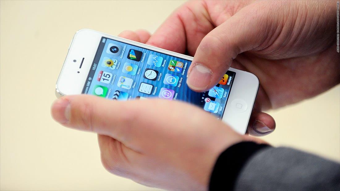"""السلطات الأمريكية تحقق مع """"آبل"""" حول إبطاء هواتف """"أيفون"""""""