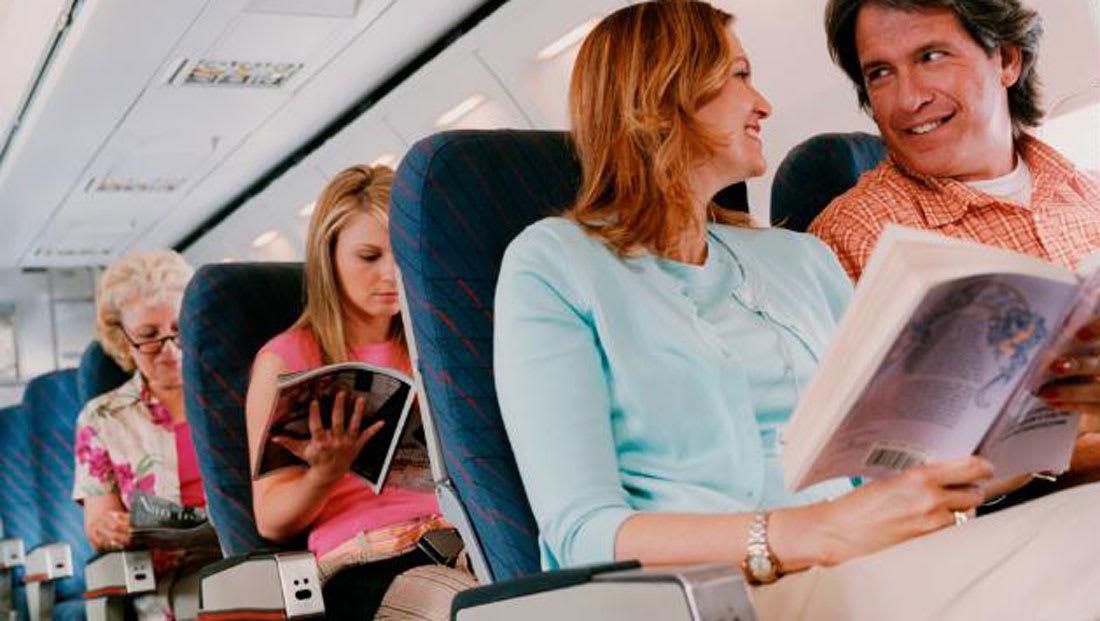 ما هي فرص انتشار العدوى بين الركاب على متن الطائرة؟