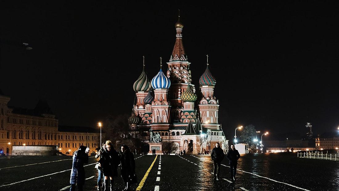 """الكرملين: سيطبق مبدأ """"المعاملة بالمثل"""" إذا طردت أمريكا الدبلوماسيين الروس"""