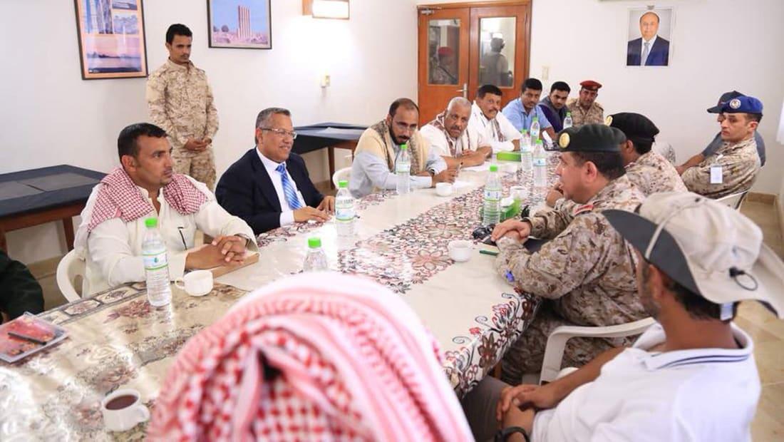 """بن دغر يبحث """"التوتر"""" في سقطرى مع وفد سعودي.. وقرقاش: سندعم أهلها"""